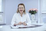 Dr.  Elvira Göller